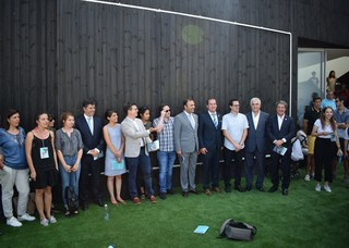 The minister of Economy, Manuel Caldeira Cabral, and the mayor of Figueira de Castelo Rodrigo Paulo Langrouva with StixCamp 2017 participants during the inauguration of the Open Science Platform.