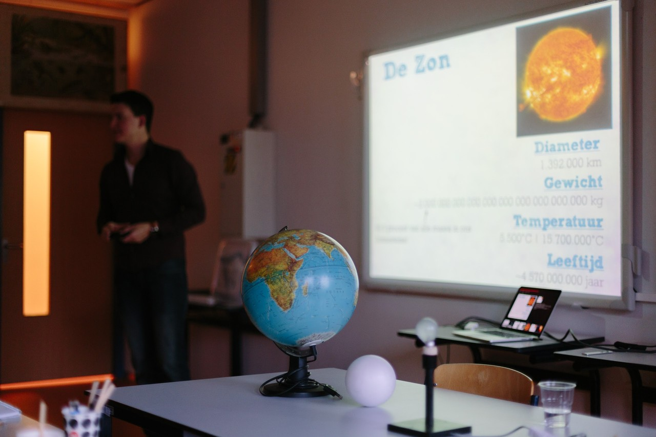 An example of a course in which various astronomical properties are explained.