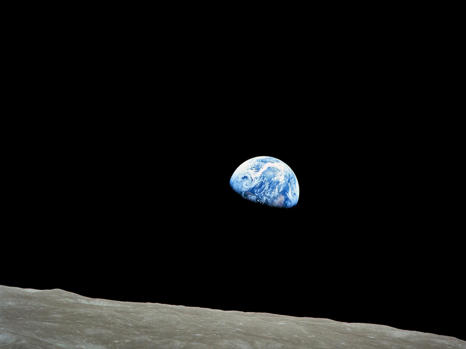 Earthrise | UNAWE